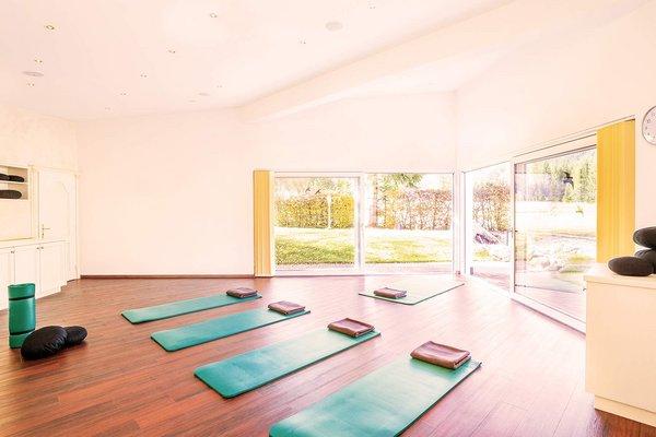 Yoga inella natura nell´hotel alpino a Leutasch Seefeld
