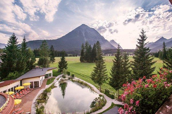 "L´hotel alpino Karwendel e la montagna ""Hoher Munde"""
